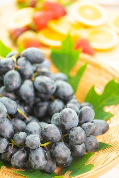 Fruits et légumes frais pour une bonne santé Photo Premium