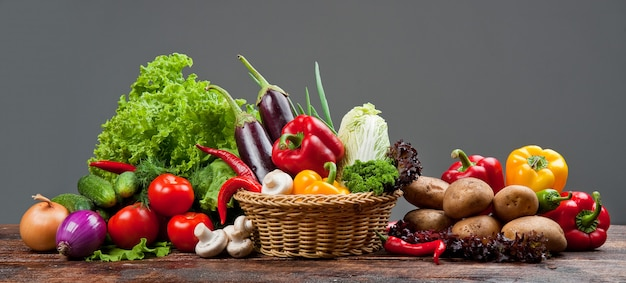 Fruits Et Légumes Sains Et Savoureux Photo Premium