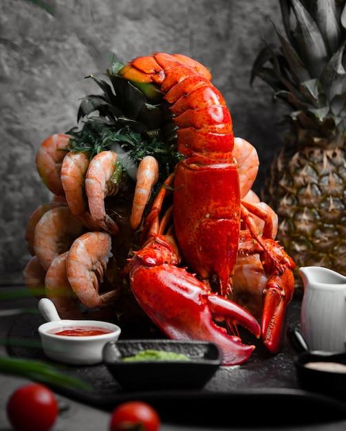 Fruits De Mer Et Sauces Au Crabe Et Aux Crevettes Photo gratuit