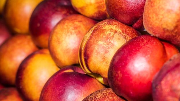 Fruits naturels frais disponibles sur le marché Photo gratuit