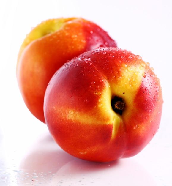 Fruits Nictarins Frais Et Humides Photo gratuit