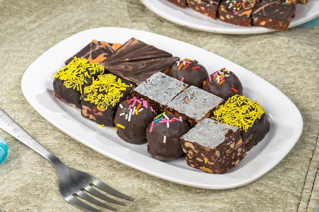 Fruits secs au chocolat sucrés Photo Premium