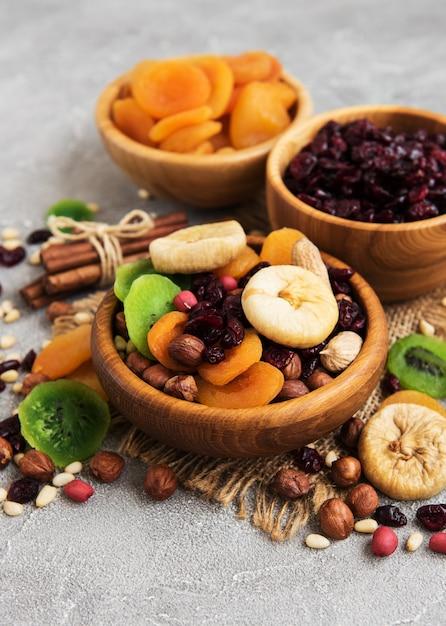 Fruits secs mélangés Photo Premium