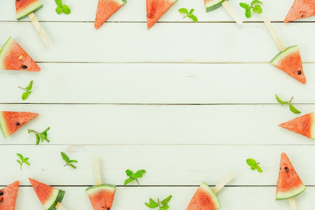 Fruits vue de dessus de table tropical avec boisson avec concept de fond printemps été vacances et vacances Photo Premium