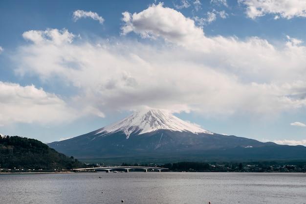 Fuji montagne et gros nuage, japon Photo gratuit