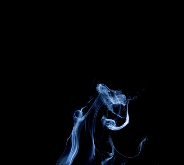 Fumée abstraite de joss stickon fond noir Photo Premium