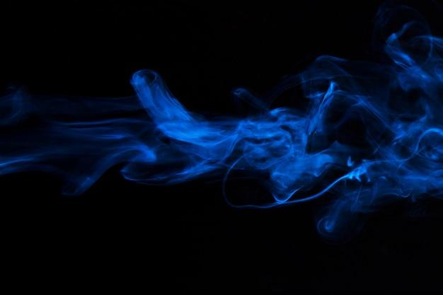 Fumée Bleue Superposer Le Mouvement De La Texture Sur Fond Noir Photo gratuit