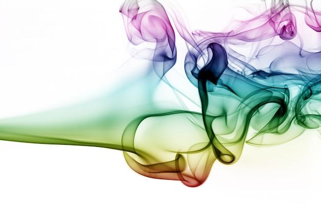 Fumée colorée abstraite sur fond blanc. conception du feu Photo Premium