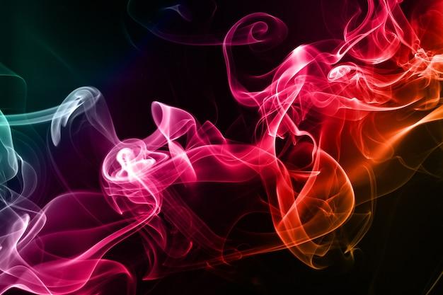 Fumée colorée abstraite sur fond noir Photo Premium