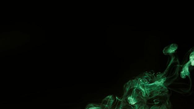 Fumée verte au coin d'un fond noir avec espace de copie Photo gratuit