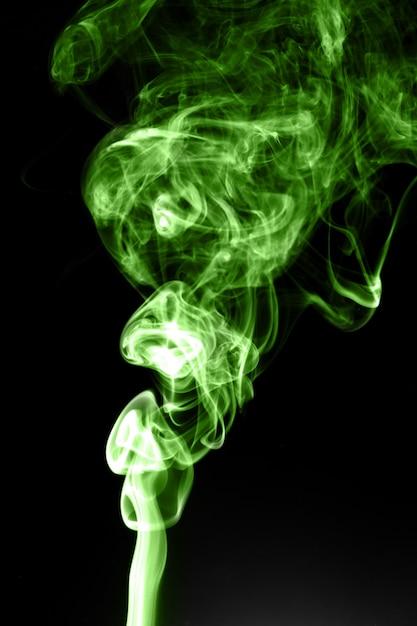 Fumée Verte Sur Fond Noir Photo Premium