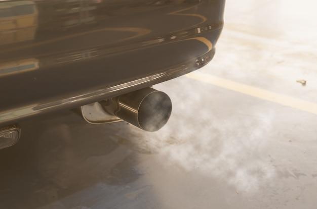 Fumée de voiture Photo Premium