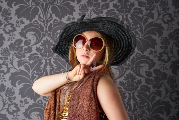 Funny kid dress comme costume adulte rétro Photo Premium