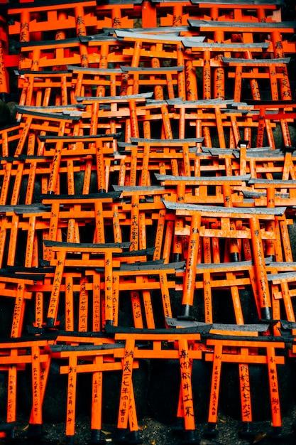 Fushimi inari torii rouge au japon Photo gratuit