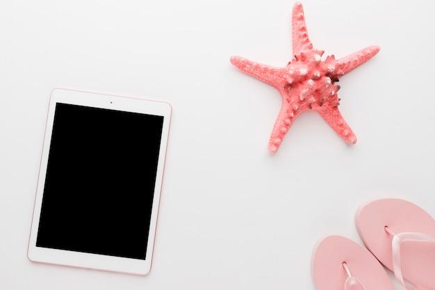 Gadget avec étoile de mer sur fond clair Photo gratuit