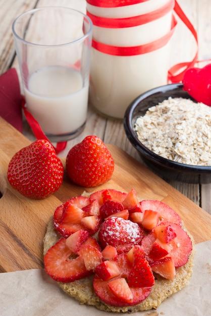 Galette d'avoine à la fraise pour une journée spéciale Photo Premium