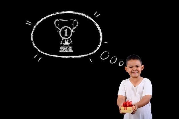 Le Garçon Représente Le Numéro 1 Gagnant Pour Tout. Photo gratuit