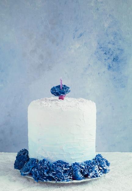 Gâteau d'anniversaire en face de l'aquarelle Photo gratuit