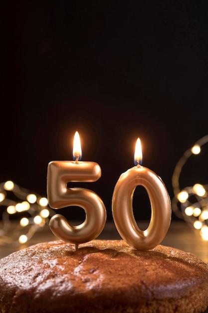 Gâteau D'anniversaire Gros Plan Sur Table Photo Premium