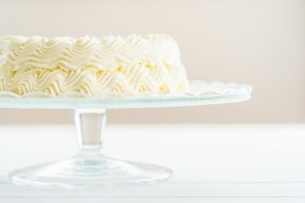 Gâteau au fromage aux myrtilles avec joyeux anniversaire Photo gratuit