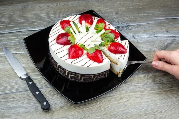 Gâteau aux fraises à la crème de vanille Photo Premium