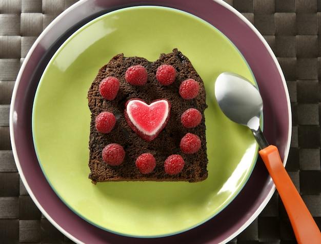 Gâteau Aux Framboises Et Au Coeur Photo Premium