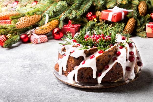 Gâteau Aux Fruits De Noël, Pudding, Cuisson Au Four Photo Premium