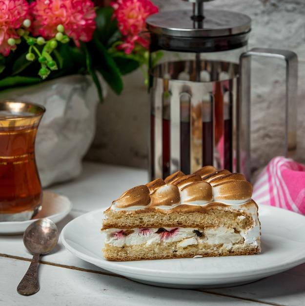 Gâteau Aux Fruits Sur La Table Photo gratuit