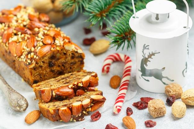 Gâteau aux fruits traditionnel chrsitmas Photo Premium