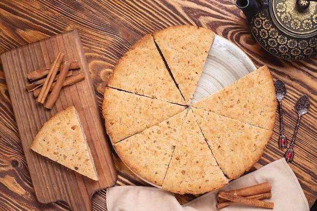 Gâteau Aux Noix Noix Cannelle Pot De Thé Vue Latérale Photo gratuit
