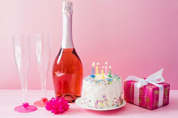 Gâteau Et Bouteille De Champagne Télécharger Des Photos Gratuitement