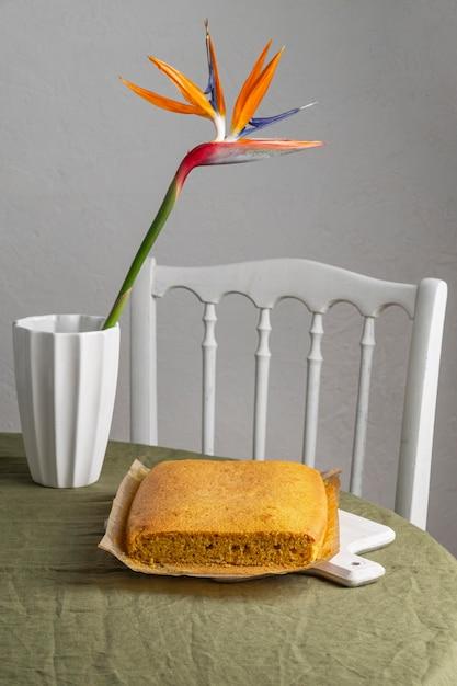 Gâteau Brésilien à Angle élevé Sur Une Feuille De Cuisson Photo Premium
