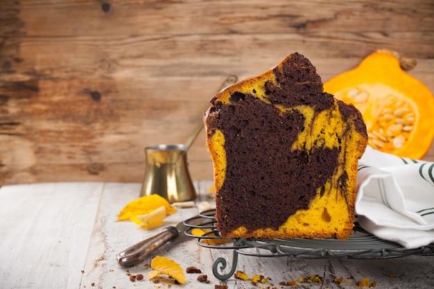 Gâteau à la citrouille et au chocolat Photo Premium