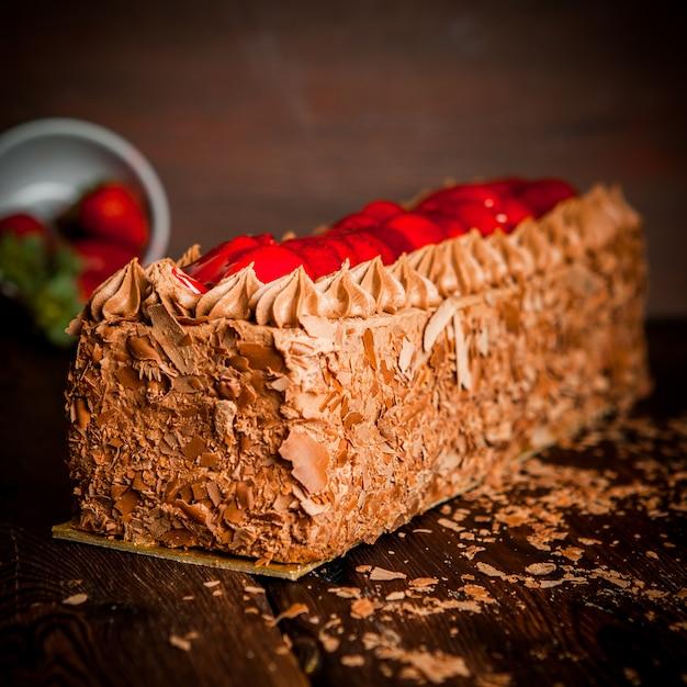 Gâteau à La Crème Au Chocolat Avec Pépites De Chocolat Et Fraise Photo gratuit