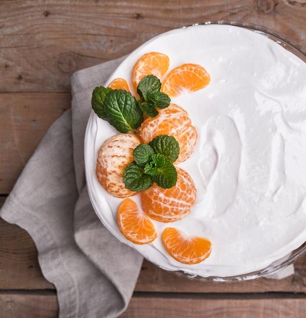 Gâteau Glacé Vue De Dessus Avec Des Oranges Photo gratuit