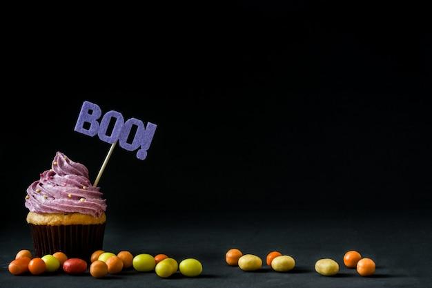 Gâteau d'halloween sur fond noir Photo Premium