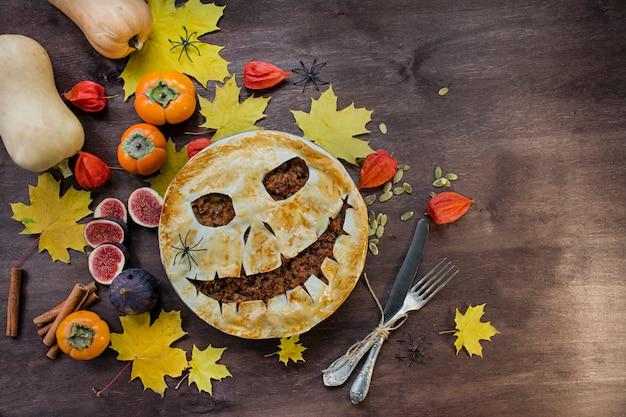 Gâteau D'halloween. Gâteaux Faits Maison Halloween. Nourriture Pour Halloween. Photo Premium