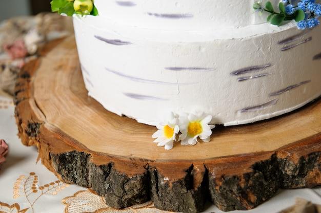 Gâteau de mariage, délicieux buffet de vacances avec desserts. Photo Premium