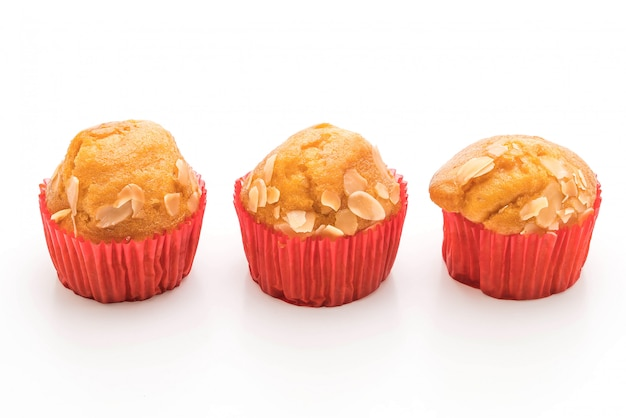 Gâteau muffin sur fond blanc Photo Premium