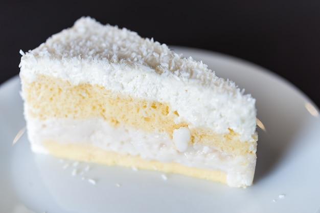Un gâteau à la noix de coco Photo gratuit
