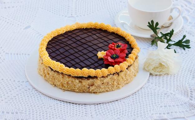Gâteau pâtissier à la crème au beurre et au chocolat Photo Premium