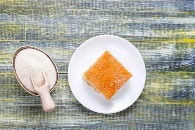 Gâteau à La Semoule Dessert Turc Fait Maison. Photo gratuit
