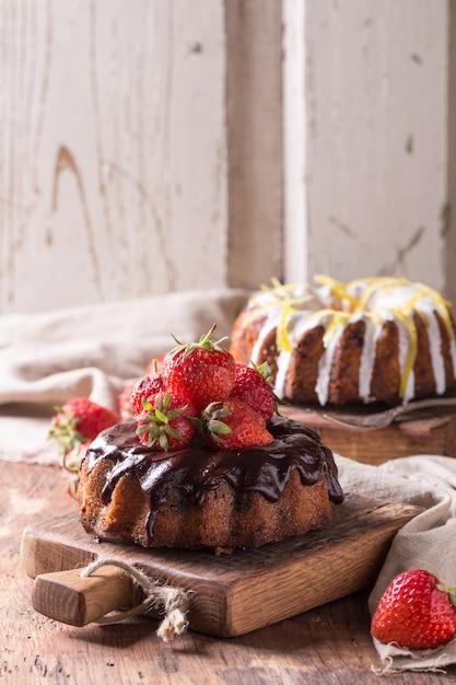 Gâteaux Au Chocolat Et Au Citron Photo Premium