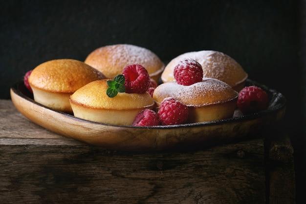 Gâteaux Au Citron Aux Framboises Photo Premium