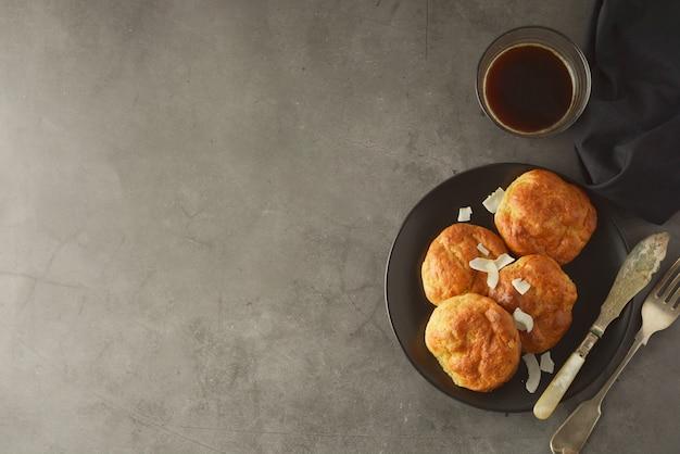 Gâteaux Faits Maison à Base De Farine De Riz. Alimentation Saine, Concept De Dessert. Photo Premium
