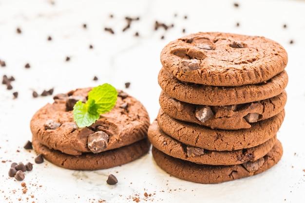 Gâteaux avec des pépites de chocolat Photo gratuit