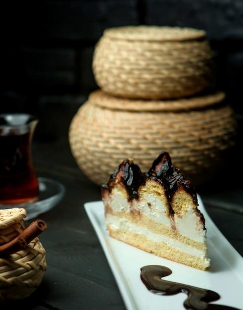 Une génoise au sirop de chocolat Photo gratuit