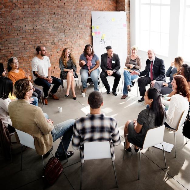 Les gens d'affaires discutent Photo Premium