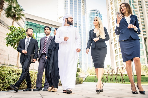 Gens D'affaires à Dubaï Photo Premium