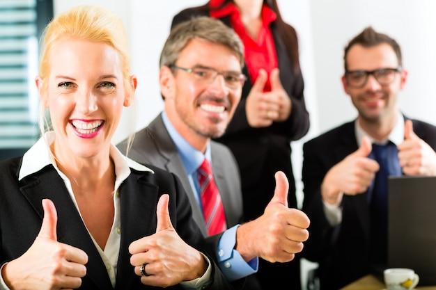 Les gens d'affaires ont une réunion d'équipe Photo Premium